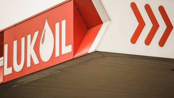 Bulgaria: Competition watchdog clears Lukoil units of abuse